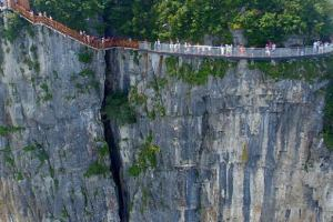 Китай продолжает щекотать нервы туристов