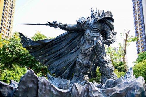 На Тайване появилась статуя Артаса (8фото)