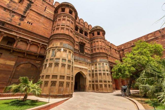 Краткая остановка в Индии. Красноватый форт Агры(19фото)